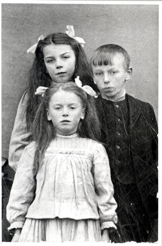 Back - Alice Dixon, Charles Edward Dixon Front - Ivy Dixon