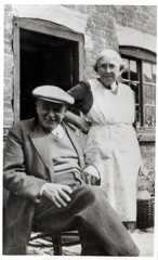 2012-02-18-17-16-56-00 -- Joseph Carter 1877-1959 and Mary Maria Carter (née Mary Maria Maplethorpe 1878-1964) Outside their cottage at Marton, Gainsborough, Lincolnshire