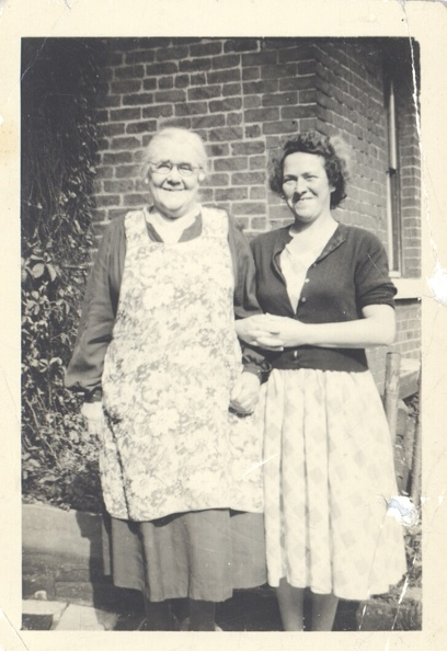 Left: Florence Ashforth (née Florence Flowers 1876-1973) Right: Marjorie Green (née Marjorie Ellis 1912-1988)
