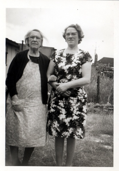 Emily Bellamy (née Emily Ellis) 1883-1978 and Marjorie Green (née Marjorie Ellis) 1912-1988